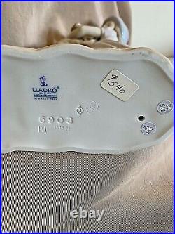 10LladroA WARM WELCOME#01006903 In Original BoxGirl Hugging Dog