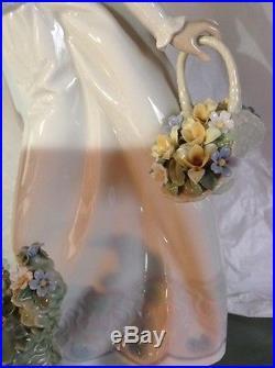 1998 Llardo Lady With Dog & Flowers G-3 MY