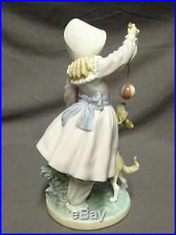 Attractive Lladro Spain Figure 5078 Teasing The Dog