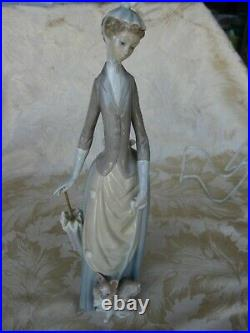 Beautiful LLadro Lady with Dog & Umbrella #4761 13 3/4 Tall