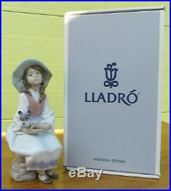Boxed Lladro Porcelain Figurine'Daydreams' Girl with Dog (#6400)
