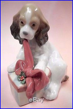 Can't Wait! Christmas Edition Dog Open Gift Figurine By Lladro Porcelain #8692