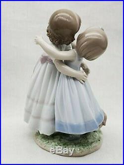 Cute Lladro Porcelain Figurine 8046 Give Me A Hug Girls Hugging & Dog Ret $550