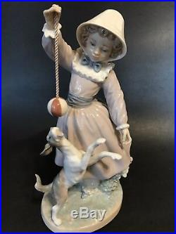 Fine LLADRO #5078 Teasing the Dog Girl with Moving Ball Porcelain Figure Perfect