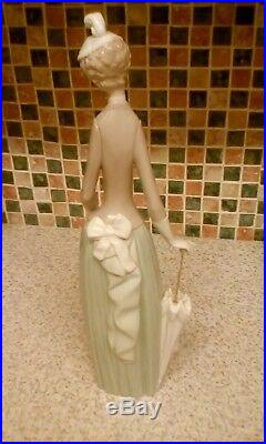 Genuine Lladro Lady With Parasol Walking Dog Chihuahua 4761 14 Inches Tall