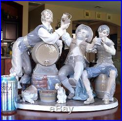 Huge Lladro Figural Group Figurine 4956 Happy Tavern Drinkers + Vagabond Dog