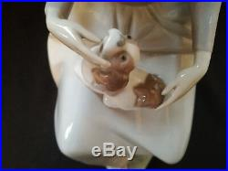 LARGE LLADRO Figurine Seated Woman With Hat And Dog On Her Lap 13 Tall