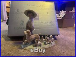 LITTLE EXPLORERS BOY WITH PUPPY DOGS LLADRO PORCELAIN 6828 New