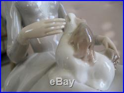 LLADRO #4806 GIRL With DOG ISSUED 1972-1981 PORCELAIN FIGURINE
