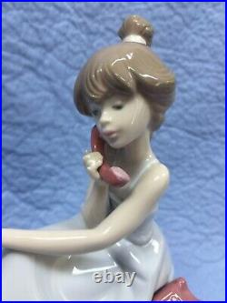 LLADRO #5466 CHIT CHAT GIRL ON PHONE With DOG PORCELAIN FIGURINE