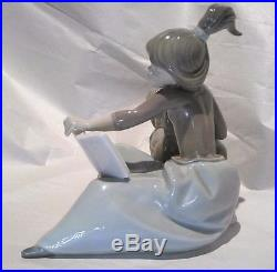 LLADRO 5475 Book warmer reading besides her dog Made in 1987 (very rare)