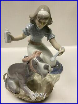 LLADRO 5921 TAKE YOUR MEDICINE Girl With Dog