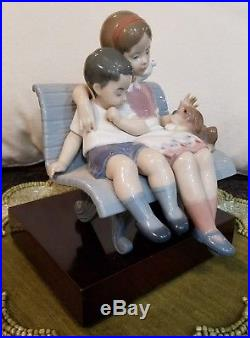 LLADRO #6446 SURROUNDED BY LOVE MOTHER AND SON WITH PUPPY DOG ON BENCH With BOX
