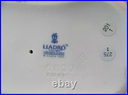 LLADRO 6832 A Sweet Smell DOG With FLOWER DAISA 2001 HTF With BOX MINT