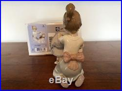 LLADRO 6862 An Elegant Touch (Girl With Dog) Original Box. Mint