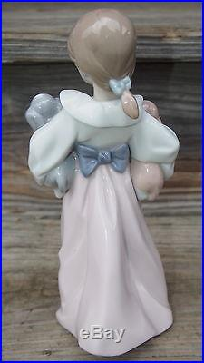 LLADRO ARMS FULL OF LOVE FIGURINE # 6419 Beautiful GIRL HOLDING PUPPIES Dogs