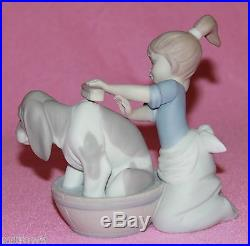 LLADRO BASHFUL BATHER #5455 FIGURINE GIRL BATHING DOG MATTE MINT WithBOX