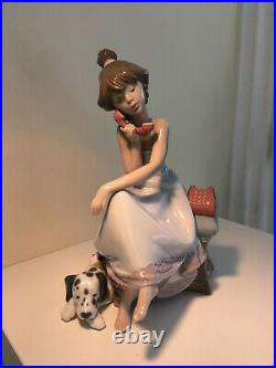 LLADRO'CHIT CHAT' / 5466 or'Young Lady on the Telephone and her dog