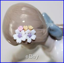 LLADRO DOG'S BEST FRIEND #5688 FIGURINE GIRL WITH DOG MINT WithBOX