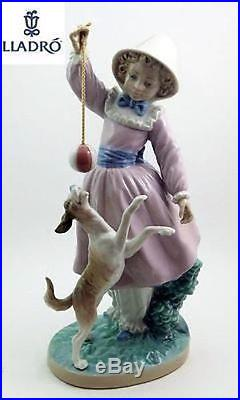 LLADRO Figurine Retired TEASING THE DOG #5078 Girl playing withdog Perfect