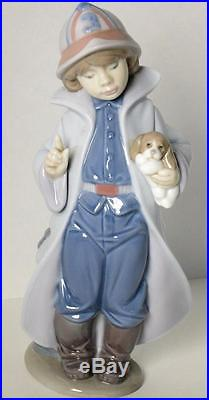 LLADRO LITTLE FIREMAN Boy with Dog figurine #6334 Mint Condition with Box
