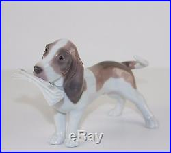LLADRO MORNING DELIVERY #6398 FIGURINE BASSET(DOG) WithNEWSPAPER MINT WithBOX