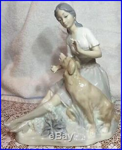 LLADRO PORCELAIN FIGURINE GIRL AND DOG Retired 1985 Mint Condition