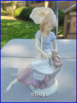 LLADRO Picture Perfect LADY WITH UMBRELLA AND DOG #7612 ORIGINAL BOX