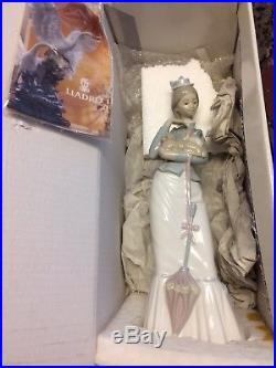LLADRO Porcelain Figurine. WALK WITH THE Dog. 04893 With Box And Papers