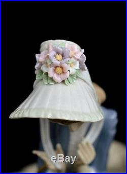 Lladro Rare Retired Figurine #1537 Stepping Out Lady Walking With Dog Mint