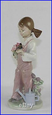 LLADRO SPRING #5217 FIGURINE GIRL WithBIRD & FLOWERS MINT WithBOX