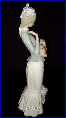 LLADRO WALK WITH THE DOG LARGE 15 in PORCELAIN FIGURINE #4893 RETIRED 2004 MINT
