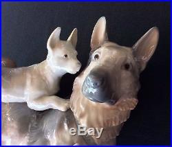 LLadro German Shepherd Dog with 2 Puppies #6454 Retired 2001 Box
