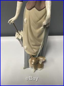 LLadro Glossy Figurine 4761 Woman w Parasol Walking Papillon Dog in Box MINT 14