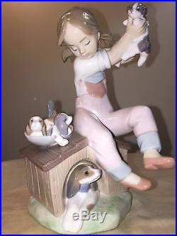 LLadro Porcelain Figurine #7621 Pick of the Litter Gril with Dogs Retired