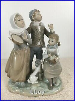 Lladro #1239 Boy Girl Dog Singing Christmas Carols Glossy Porcelain Figurine