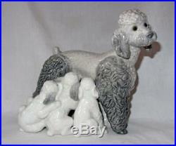 Lladro 1257 Poodle Mom Nursing Puppies Dog MINT