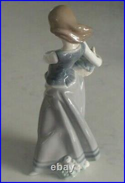 Lladro 1311 Girl with Puppies girl w little dogs on her hip MWOB, RV$435
