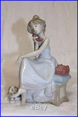 Lladro 1984 Chit Chat girl on Telephone with dog #5466 in original box