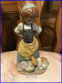 Lladro 2096 Kitchen-Maid with Dog, Mint Condition! Gres Finish! No Box