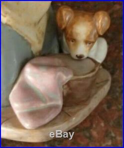 Lladro 2096 Nosy Puppy GRES finish figurine kitchen maid w dog MWOB, RV$450