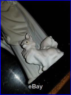 Lladro 4761 Lady With Dog And Umbrella Retired