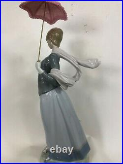 Lladro #4914 Lady With Shawl, dog retired 1998 perfect condition