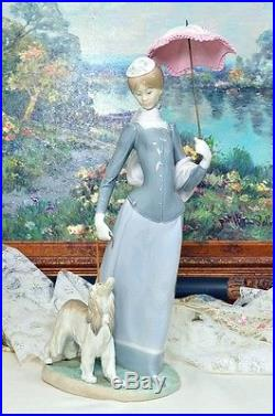 Lladro # 4914 Lady with Shawl and Dog Large figurine 17