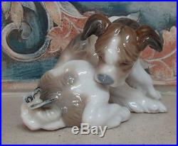 Lladro 4917 Dog & Butterfly surprised puppy dog with butterfly MWOB, RV$1000