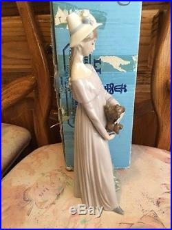 Lladro 4994 Looking at Her Dog Original Blue Box! Mint condition! Great Gift