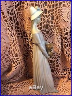 Lladro 4994 Looking at Her Dog Retired! No Box! Mint condition! Great Gift
