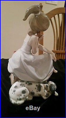 Lladro #5466 Chit Chat Girl On Phone With Dog Handmade in Spain 1987 Porcelain