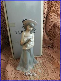 Lladro 5645 Elizabeth girl holding a dog in the original box