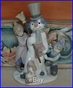 Lladro 5713 The Snowman boy & girl with dog building a Snowman MIB, RV$495